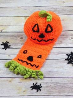 Free #Crochet Patterns and Tips: #Halloween pumpkin hat and scarf