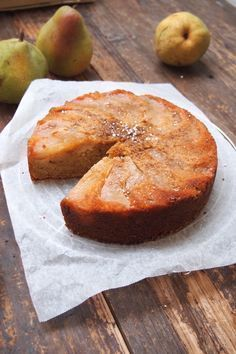 The autumn cake with pears and almonds / Paris dans ma cuisine Köstliche Desserts, Delicious Desserts, Yummy Food, Sweet Recipes, Cake Recipes, Fall Cakes, Savoury Cake, Desert Recipes, Mini Cakes