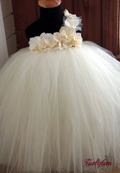 flower girl dress, wonder if I could DIY this one...