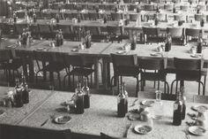 Robert Doisneau, Réfectoire de la Coopé, usines Renault, 1937 © Robert Doisneau, courtesy Atelier Robert Doisneau, Paris