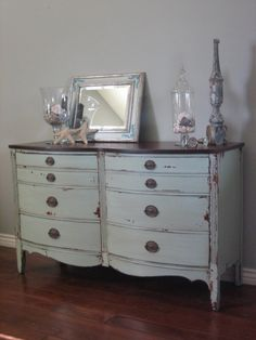 Shabby chic cottage furniture Furniture Projects, Cool Furniture, Refinished Furniture, Painted Furniture, Distressed Furniture, Painted Desks, Glazing Furniture, Distressed Dresser, Furniture Refinishing