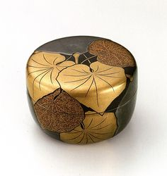 Others never even made a guess on what this box is for. Japanese Design, Japanese Art, Museum Of Fine Arts, Museum Of Modern Art, Art Museum, Japanese Screen, Matcha, Japanese Tea Ceremony, Japanese Porcelain