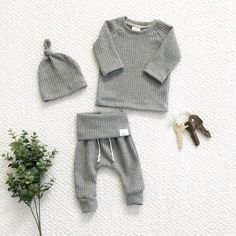 [originGender neutral grey outfit, waffle knit baby outfit, baby clothes, take home outfit, baby boy clothes - Holiday Neutral Outfit Ideasal_title] - Baby Outfits Trendy Baby Boy Clothes, Gender Neutral Baby Clothes, Newborn Boy Clothes, Baby Outfits Newborn, Baby Boy Outfits Newborn, Cute Baby Boy Outfits, Diy Clothes, Fashion Clothes, Newborn Boys