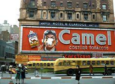 Camel Smoking Billboard Times Square, New York, 1943 Photos Du, Old Photos, Arrow, Times Square New York, 42nd Street, Chrysler Building, Vintage New York, Vintage Pictures, Film