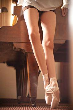 細い!長い!美しい脚!  Ballet Photo By guilherme pavan
