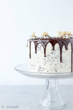 Banoffee Layer Cake - with recipe for Banana Toffee Filling. MO: This is all about the clean lines, muted colour pallets and the catch lights in the sauce. Dark Chocolate Cookies, Chocolate Flavors, Cupcakes, Cupcake Cakes, Just Desserts, Delicious Desserts, Banoffee Cake, Naked Cakes, Baking With Honey