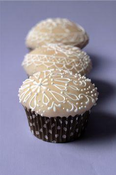 Piping cupcake