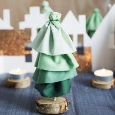 Des mini sapins en guise de centre de table pour Noël / Green cloth fir trees