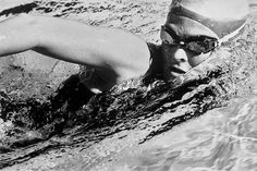 3 simple pool drills that will get you swimming like a triathlete – Well+Good