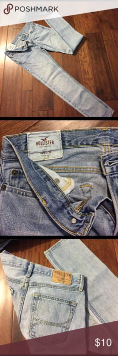 Hollister Men's Jeans Light Rinse Size 29 x 32 Great, comfortable Hollister jeans. Straight leg, zip fly, light Rinse. Size men's 29x32. Hollister Jeans Skinny