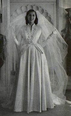 Vintage Wedding Gown by Jean Desses 1950 Vintage Fashion 1950s, Vintage Gowns, Vintage Outfits, Vintage Wedding Photos, Vintage Bridal, Vintage Weddings, Dream Wedding Dresses, Wedding Gowns, Jacques Heim