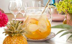 Drinque tipo sangria pode ser feito com laranja, carambola, pera e maçã