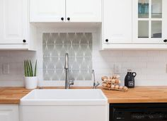 When you're planning a kitchen remodel, a lot of thought and worry goes into the budget. And a hefty chunk of that budget will go to big-ticket items like the countertop. Materials like natural stone, granite and marble add classic style, but you won't find many bargains. Fortunately, a tight budget can still buy you great countertops.<br> <br> Before you decide on a countertop material, think seriously about your lifestyle. Busy families might want to opt for something low m...