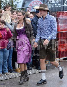 FUSSBALL 1. BUNDESLIGA SAISON 2012/2013 Die Mannschaft des FC Bayern Muenchen besucht das Oktoberfest am 07.10.2012 Toni Kroos mit Freundin Jessica.