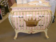 Nice colors for Bombay chest