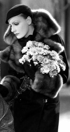 Greta Garbo during the Golden Age wearing a fur coat that shows a high-class status. Greta Garbo during the Golden Age wearing a fur coat that shows a high-class status. Hollywood Cinema, Old Hollywood Glamour, Golden Age Of Hollywood, Vintage Hollywood, Hollywood Stars, Hollywood Actresses, Classic Hollywood, Hollywood Divas, The Painted Veil