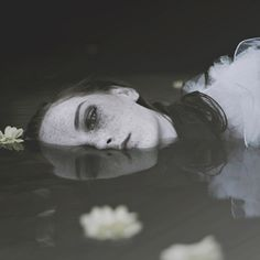 Photographer: Paulina Siwiec / Model: Magdalena Przybyła Repin