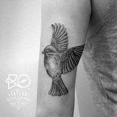 1001 ideen f r ein vogel tattoo infos ber ihre symbolischen bedeutungen tattoo ideen. Black Bedroom Furniture Sets. Home Design Ideas