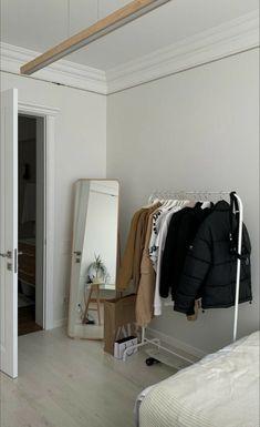 Room Ideas Bedroom, Bedroom Decor, Cozy Bedroom, Minimalist Room, Aesthetic Room Decor, Dream Apartment, Home Room Design, Dream Rooms, My New Room