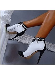 Cute And Cool High Heel Shoes You'd Love To Wear Classy and Elegant Black and White High Heeled BootiesClassy and Elegant Black and White High Heeled Booties Pretty Shoes, Beautiful Shoes, Hot Shoes, Shoes Heels, Patent Shoes, Heels Outfits, Black And White High Heels, Black White, White Tuxedo