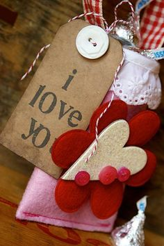 Have you started thinking about Valentines Day? So to start you off with a fun and quick, Oh.and resourceful Valentines project, I thought I'd show you one. Valentines Day Hearts, Valentine Day Love, Valentine Day Crafts, Valentine Ideas, My Funny Valentine, Diy Gifts, Gift Tags, Paper Crafts, Crafty