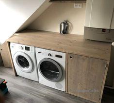 Het wordt steeds bekender een wasmachine ombouw of witgoed apparatuur ombouw van steigerhout, de ideale oplossing om het washok of de (bij)keuken wat gezelliger te maken en ook nog handig om de anders loze ruimte optimaal te kunnen benutten! De ombouwen zijn verkrijgbaar als standaard model, maar wilt u een maatwerk product ook daarvoor kan u bij ons terecht!     Laundry Storage, Storage Room, Küchen Design, House Design, Tiny Laundry Rooms, Laundry Room Inspiration, Attic Rooms, Bathroom Toilets, Under Stairs