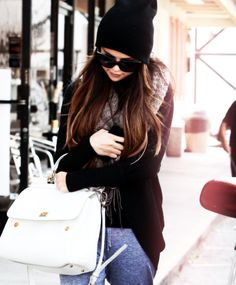 Cute and comfy outfit! Love her style. [Selena Gomez]