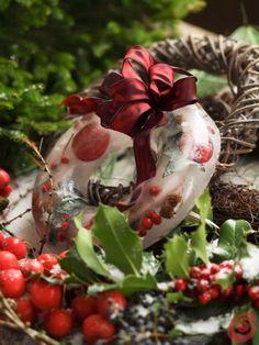 una ghirlanda di ghiaccio per decorare il balcone, il terrazzo o il giardino per le feste di natale