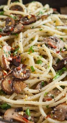 Mushroom and Garlic Spaghetti Dinner - use vegan butter and cheese. Vegan friendly: I'm it cheese and use vegan butter Garlic Spaghetti, Spaghetti Dinner, Vegan Spaghetti, Spaghetti Squash, Garlic Pasta, Italian Dishes, Italian Recipes, Pasta Dishes, Food Dishes
