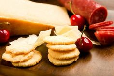 This recipe for Parmesan black pepper cookies is anything sweet. Some might argue that these aren't really cookies at all, but rather crackers or biscuits. Biscuits, Eat Seasonal, Oven Racks, Cookies Ingredients, Food Waste, Smoked Paprika, Recipe Of The Day, Parmesan, Cookie Recipes