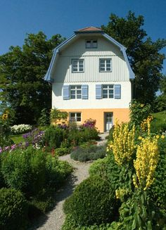 La casa de Gabriele Münter en Murnau am Staffelsee, a 70 kilómetros de Münich, es hoy un museo, gestinado por la Fundación Gabriele Münter y Johannes Eichner: http://www.muenter-stiftung.de/ .  #ProgramaNosotras