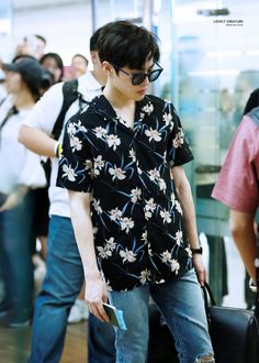 Find images and videos about exo, suho and junmyeon on We Heart It - the app to get lost in what you love. Kim Joon Myeon, Chanyeol Baekhyun, Park Chanyeol, Exo Lockscreen, Exo Korean, Kim Minseok, Airport Style, Airport Fashion, Korea Fashion