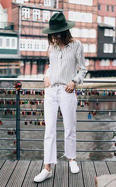 558255cf5c5ed Moda feminina · Street style look com camisa listrada e calça jeans. Camisa  Listrada