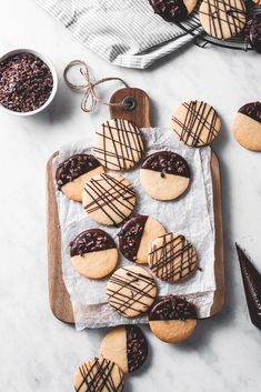chocolate and orange shortbread cookies . These buttery, melt-in-your-mouth orange shortbread Cookie Recipes, Dessert Recipes, Dessert Food, Easter Recipes, Food Photography Tips, Cake Photography, Photography Backdrops, Photography Hashtags, Photography Gallery