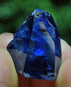 New Sapphire Find in Sri Lanka - My Birthstone! These Sri Lankan sapphires sure are brilliant for natural ones!