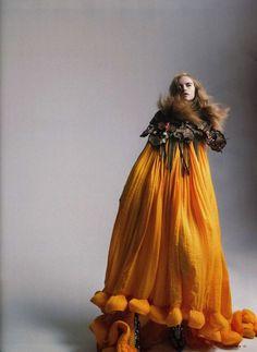 Anabela Belikova, photo by Tom Munro, Vogue Russia, May 2010 Orange Prom Dresses, Orange Dress, Fashion Art, Editorial Fashion, High Fashion, Fashion Studio, Woman Fashion, Dress Fashion, Fashion Design