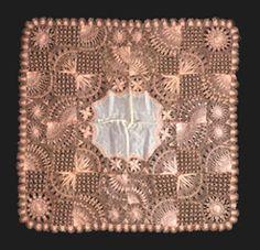 Pañuelo, Encaje de Tnerife. En Museo Fundación Lázaro Galdiano de Madrid, España