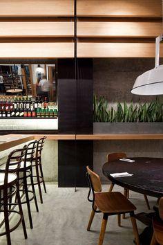 I love the industrial look Levy:Chamizer Architects studio realized for Giraffe Restaurant from Tel Aviv, Israel. Restaurant Interiors, Douglas Fir, Cafe Bar, Tel Aviv, Giraffe, Concrete, Dining Chairs, Industrial, Homes