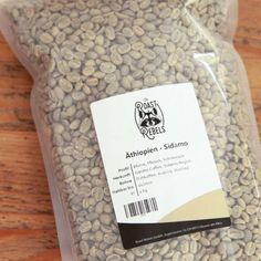 Green coffee to roast yourself: Ethiopia, Sidamo, washed Grade 2 Very elegant Sidamo with the specific popular floral notes as well as peach and berr… Coffee Roasting, Coffee Drinks, Cards Against Humanity, Messages, Kaffee, Chocolate, Peach, Text Posts