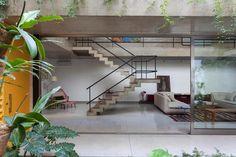 Stairs. Casa Jardins, CR2 Arquitetura