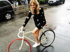 Pernille Teisbaek | Look De Pernille | Bike: BIKEID, Silk dress: Kokoon