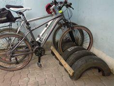 Old tires, some nails and 2 pieces of scrap wood = Multi-bike rack and less trash in landfills. Pallet Bike Racks, Diy Bike Rack, Bicycle Storage, Bicycle Rack, Bike Hanger, Garage Organization, Garage Storage, Rack Velo, Garage Velo
