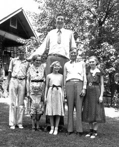 "Robert Wadlow, the world's tallest man in history, with his parents and siblings in alton, illinois, 1935 he continued to grow until his death at 22 when he was 8'11"" tall. despite health problems, he never used a wheelchair"