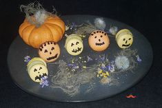 Dolcetto o Scherzetto? Halloween piccante Macarons, Crafting, Recipes, Ideas, Food, Essen, Macaroons, Crafts To Make, Craft