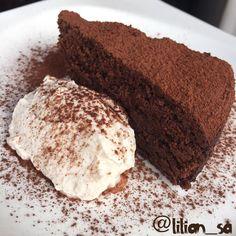 Bolo/Brownie de Farinha de avelã e chocolate 70%