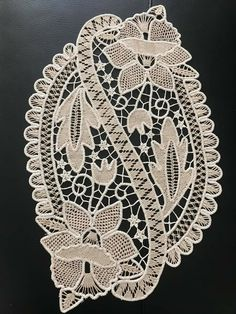 Crochet Flower Tutorial, Crochet Flowers, Romanian Lace, Point Lace, Snowflake Pattern, Tatting Patterns, Snowflakes, Projects To Try, Hardanger Embroidery