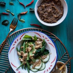 Pecel (Indonesian peanut sauce for salad). Pecel is one of the Indonesian-style peanut sauce usually served with vegetables. The distinctive aroma of pecel comes from a kencur (Kaempferia galanga) Tamarind Sauce, Peanut Sauce, Asparagus, Salad Recipes, Spreads, Beef, Sauces, Homemade, Vegetables