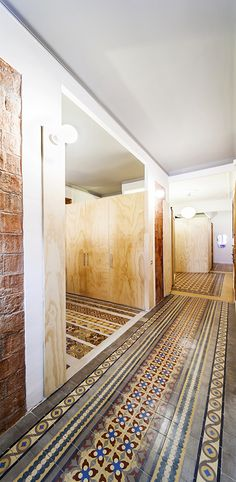 http://hicarquitectura.com/2014/06/nug-arquitectes-reforma-de-un-piso-en-cprovenca-barcelona/
