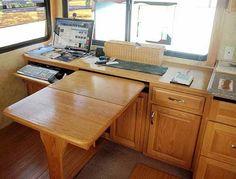 обеденный стол как выдвижная секция кухонного гарнитура. идеи для маленькой кухни