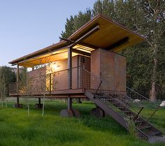 Modern design vacation rental off grid it house for Cheap cabin rentals southern california